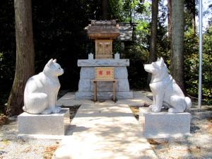 座間神社(奴狗寝子(いぬ・ねこ)神社)
